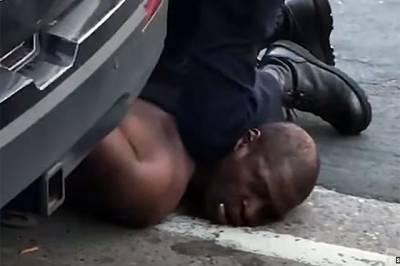 Fox: обвиняемого в убийстве Флойда экс-полицейского освободили под залог