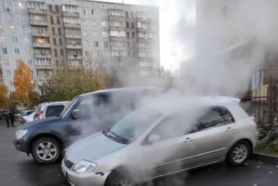 В Новосибирске под колесами машины провалился асфальт