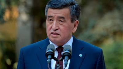 Кыргызстан: президент Жээнбеков распустил правительство, ЦИК назначит новые выборы до 6 ноября