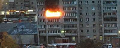 Спасатели в Новосибирске эвакуировали женщину с ожогами из горящей квартиры