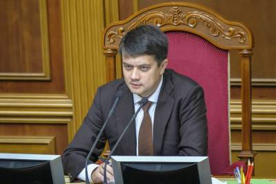 Спикер парламента Разумков заболел COVID-19