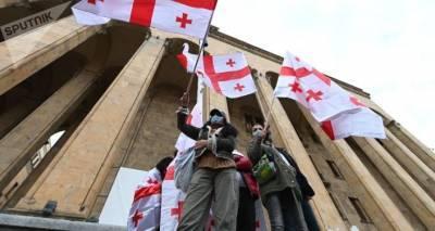 """""""Просим – просим!"""" – грузинскую оппозицию уговаривают войти в парламент все подряд"""