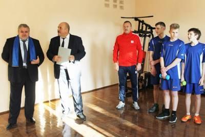 На спортивной стороне жизни: Лунненская средняя школа получила в подарок от ГрГУ новые тренажеры