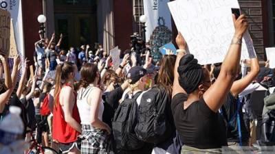 Жители Атланты организовали протесты возле штаб-квартиры CNN