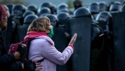 В Беларуси силовики задержали почти 400 человек