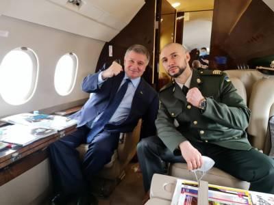 Аваков заплатил 836 тыс. грн за аренду самолета для доставки Маркива – Геращенко