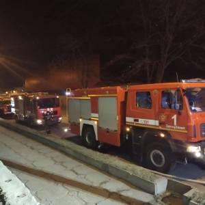 В Шевченковском районе Запорожья произошел пожар: горело трехэтажное здание. Фото