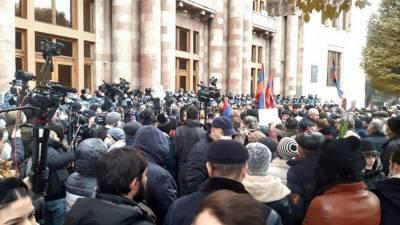 Задержания участников митинга начались у здания правительства Армении