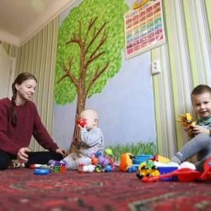 В Запорожье матери двоих детей вручили ключи от квартиры. Фото