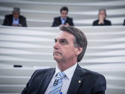 «Борода у женщин, мужчины с девичьими голосами»: бразильский президент испугался «побочек» вакцинации