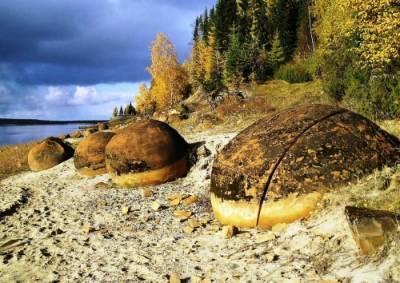Сферические Галфедьские камни у д.Малое Галово