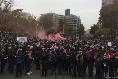 Армянская оппозиция дала премьер-министру время до 8 декабря, чтобы уйти с должности