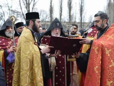 Ситуация в Карабахе: глава Армянской православной церкви призвал Пашиняна уйти в отставку