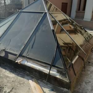 В Запорожье неизвестные пытались разобрать конструкции законсервированного фонтана. Фото