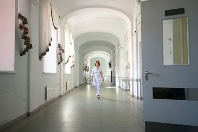 Мариинская больница в Петербурге начала проверку из-за смерти пациента, которого не пустил охранник