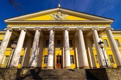 Мариинская больница Петербурга приостановила приём пациентов из-за COVID-19