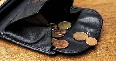 Можно будет не работать: когда в Латвии начнут раздавать евро просто так