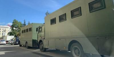 Ситуация в Беларуси: под Минском заметили машины с колючей проволокой - ТЕЛЕГРАФ