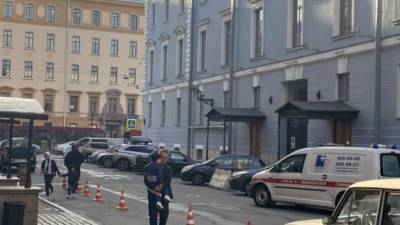 "Петербуржцы пожаловались на ""захват"" Чебоксарского переулка"