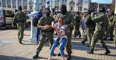 Протесты Беларусь Лукашенко: в Минске задержания на женском марше - видео