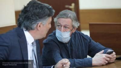 Прокурор попросил суд запретить Ефремову три года водить машину