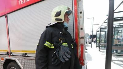 Мать выбросила из окна: как спасали детей из пожара в Новосибирске — видео