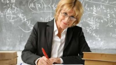 Повышение зарплат педагогам остановили, потому что не хватает денег, - Минобразования