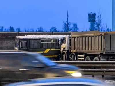 Водитель самосвала не признал вину в смертельном ДТП с военными автобусами