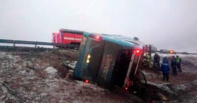 В России перевернулся автобус с украинцами, есть погибшие и пострадавшие (фото, видео)