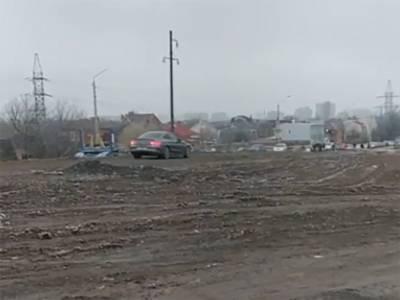 Избранные авто в Ростове проезжают через «закрытый» для всех мост Малиновского
