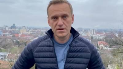 Российские тюремщики пообещали задержать Навального после возвращения в РФ