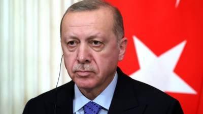 Президенту Турции Эрдогану сделали прививку от коронавируса