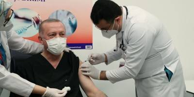 Реджеп Тайип Эрдоган сделал укол вакцины Китая Sinovac, а не Спутник России - фото вакцинации - ТЕЛЕГРАФ