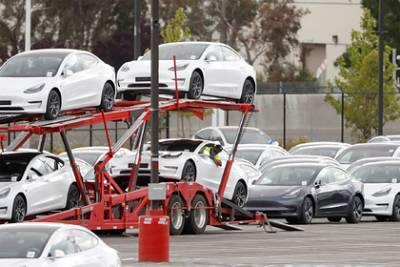 Tesla отзовет десятки тысяч машин из-за опасных дефектов