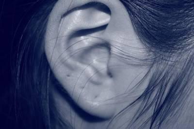 Американские ученые заявили, что звон в ушах может быть признаком нехватки витамина B12