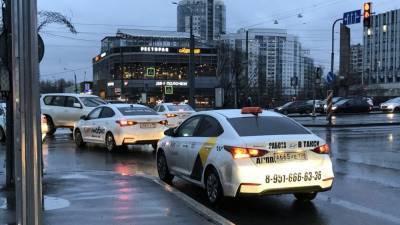 Такси стало обходиться россиянам вдвое дороже