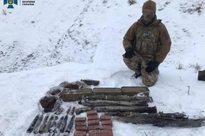 На Донбассе задержан террорист «ДНР» и обнаружен крупный схрон оружия