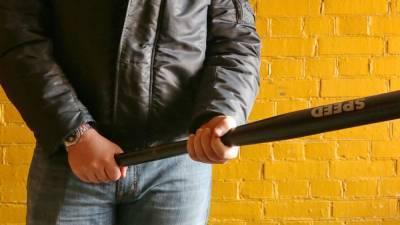 Покупатель в Петербурге унизил качков и получил битой по голове