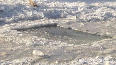 На Сахалине в крещенской купели обнаружили нефтепродукты