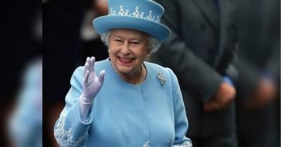 По 94 доллара за пару: королева Елизавета II начала торговать носками