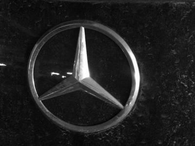 Тело мужчины нашли в Mercedes в центре Москвы