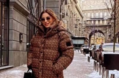 Ани Лорак приехала в заснеженный Киев, но шапку забыла прихватить. ФОТО