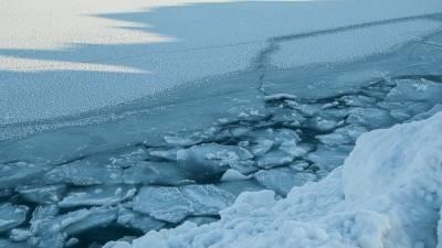 Вертолет будет спасать рыбаков с оторвавшейся льдины на Сахалине
