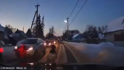 Выбежавший на дорогу ребенок в Брянске попал под машину
