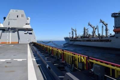 Стелс-эсминец Michael Monsoor класса Zumwalt ВМС США отработал пополнение запасов топлива в открытом море