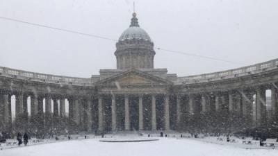 Более 900 снегоуборочных машин вывели на улицы Петербурга для борьбы со снегом