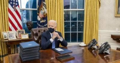 Что в первую очередь убрал Байден в Овальном кабинете после ухода Трампа