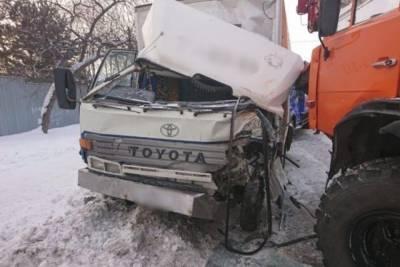 Три грузовика столкнулись на улице Смирнова в Томске