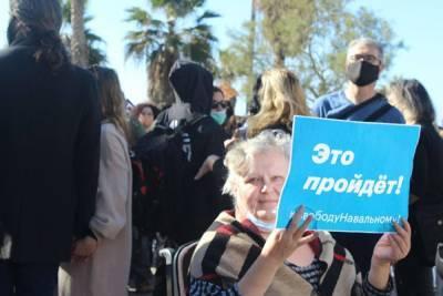 «Мы себя не на складе грязи нашли». Как Израиль митинговал за Навального. Фоторепортаж