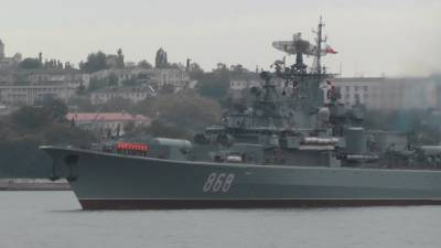 Российские корабли сопровождают эсминец ВМС США в акватории Черного моря